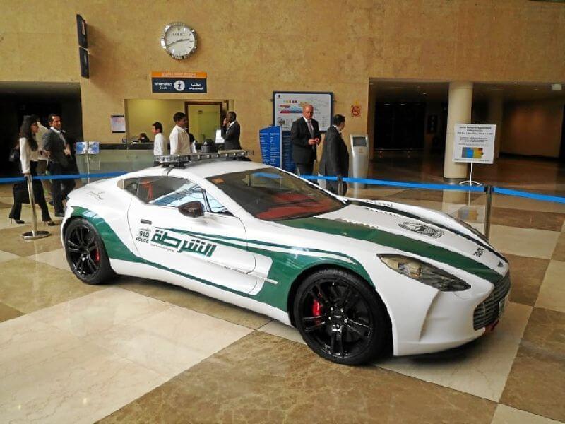 Aston Martin One 77 policiaco de Dubái